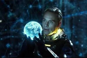 Still aus dem Trailer zu Prometheus mit Michael Fassbender als Android David - die Zukunft der Robotik?