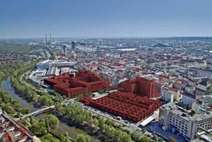 """Das gesamte Areal """"Lände 3"""" hat 80.000 m² an Bestandsflächen. Das Objekt mit den beiden unterschiedlich hohen Bauteilen im rechten Bildzentrum ist die """"Silbermöwe""""."""