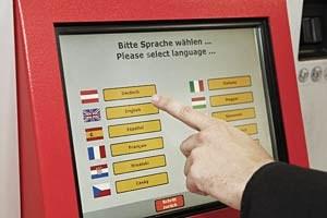 Fahrscheinkauf in der Muttersprache. In den Wiener U-Bahn-Stationen kann man inzwischen aus elf Sprachen wählen.