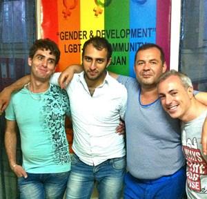 """Vereinspräsident Kamran Rzayev (2. v. r.) und Aktivisten von """"Gender & Development""""."""