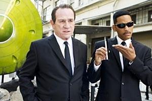 """Ein ungleiches Paar entdeckt seine Vergangenheit: Tommy Lee Jones und Will Smith in """"Men in Black 3"""" von Barry Sonnenfeld."""