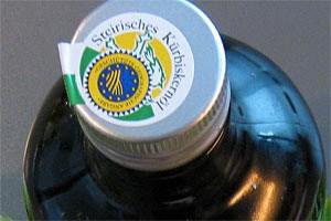 Öl aus österreichischen Kernen steckt in weniger als der Hälfte aller untersuchten Flaschen.