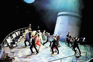 """Am Linzer Landestheater verkommt """"Das Narrenschiff"""" zum mamboseligen Traumschiff."""