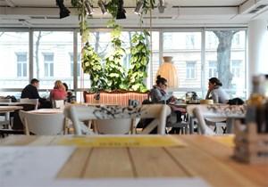 Frühstücken ohne Sterne: Das Hotel Daniel in Wien-Landstraße, das seit wenigen Monaten in Betrieb ist, hat sich der Sternen-Kategorisierung entzogen. Nächste Woche bekommt es ein Kunstwerk von  Erwin Wurm aufgesetzt.