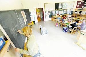 Vor drei Jahren begrüßte Lehrerin Gruber den letzten Taferlklassler - dafür gibt's Intensivbetreuung wie in der Privatschule.