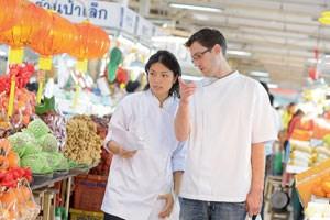 Dylan Jones und seine Partnerin Duangporn Songvisava versuchen, die Slow-Food-Idee in Bangkok zu verbreiten - mit gemischtem Erfolg.