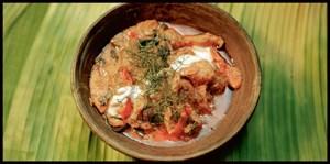Rotes Curry mit gegrilltem Schwein und grüner Banane.
