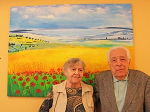 Hedwig Amon (83) und Friederich Ballek (84) fühlen sich wohl im Generationenwohnhaus, würden sich aber mehr Kontakt zwischen Alt und Jung wünschen.