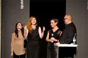 Tina Elisabeth Reiter erhält den Modepreis des BMUKK.