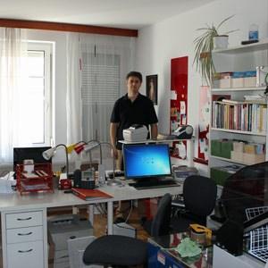 Von der wenige Quadratmeter großen Linzer Redaktionsstube aus hilft Noé mit, dass den Worten Benedikts XVI. Folge geleistet wird.