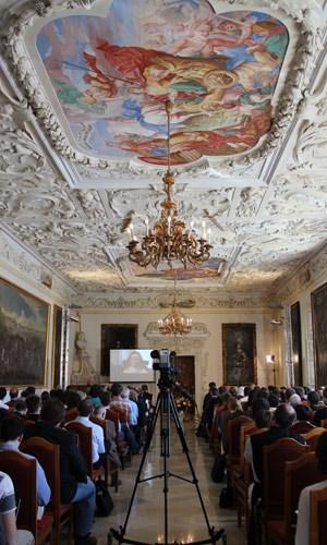 """Die kath.net-Mannschaft wurde von der Erzdiözese Wien und der Hochschule des Stifts Heiligenkreuz eingeladen, im Kaisersaal bei der Tagung """"Gott im Web"""" über ihre Erfolge bei der """"Neuevangelisierung"""" zu berichten."""