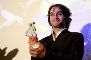 """Kerem Can, Hauptdarsteller im Film """"Zenne-Dancer"""", bei der Preisverleihung des """"Let's Cee""""-Awards in Wien."""
