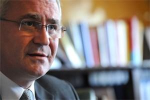 Nicht nur wegen seiner Stiftungstätigkeit in der Kritik. Auf offiziellen Wahllisten des Innenministeriums wurde Martin Graf in den 1990er Jahren als Rechtsanwalt angeführt - einen Berufsstand, den Graf nie inne hatte.