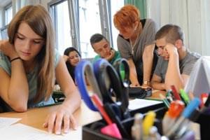 """Deutschunterricht in der 4c vom Enslein-Platz: Bewährte Schulbücher seien heute passé, weil sie keiner mehr versteht, sagt Lehrerin Sabina Bulant. """"Die Kinder haben keine Worte im Kopf."""""""