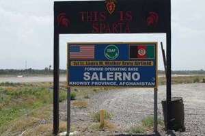 Schild am Flugfeld der Forward Operating Base Salerno.