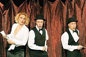 In der Tucholsky-Revue im L.E.O. wird zu den Texten des Autors mal gespielt, mal getanzt.