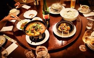 Chefkoch Zhang Fa Jun bietet Delikatessen-Hardcore von solch ausgewogener Finesse, dass man nie aufhören möchte zu essen. Scharf ist es aber schon - und wie!