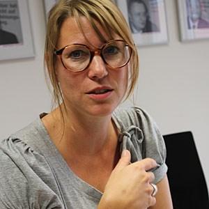 """Kathrin Hartmann arbeitete bis 2009 für die Zeitschrift """"Neon"""". Ihr erstes Buch   """"Ende der Märchenstunde.Wie die Industrie die Lohas und Lifestyle-Ökos vereinnahmt"""" erschien 2009, darin beschreibt sie das Lebensgefühl der Lohas und fragt, wie aus einer konsumkritischen Protestbewegung eine Stilgemeinschaft werden konnte."""