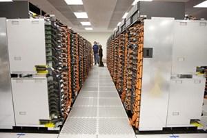 Der Sequoia-Supercomputer führt das Ranking an, hier noch beim Aufbau zu sehen.