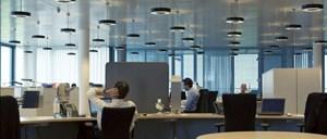 Am Arbeitsplatz einchecken wie in ein Hotel: Insgesamt sieben Arbeitsplatztypen stehen zur Verfügung - für Nestwärme ist auf Wunsch ebenfalls gesorgt.