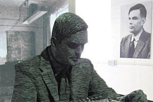 Alan Turing - hier eine Schieferskulptur im britischen Bletchley Park Museum - widmete sich in einer späten Arbeit der Morphogenesis von farbigen Mustern auf dem Tierfell.