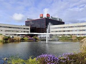Eine günstige Alternative: Hotel Ibis Amsterdam Airport in Flughafennähe (3 Nächte im DZ mit Frühstück ab 150 Euro pro Person).