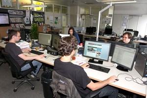 13 Redakteure arbeiten in der Online-Redaktion.