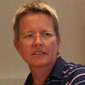 """Brigitte Kratzwald ist Mitautorin der Anthologie """"Commons. Für eine neue Politik jenseits von Markt und Staat"""" und Mitherausgeberin des ebenfalls 2012 erschienenen Buches """"Commons und Solidarische Ökomomie"""". Sie ist Sozialwissenschaftlerin und Commons-Aktivistin, bloggt auf kratzwald.wordpress.com und betreibt die Website commons.at."""