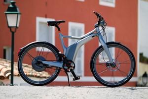 Besser einspurig als einsilbig: Ab Ende Juni gibt's von Smart auch ein Elektrobike, Kostenpunkt: 2899 €. Der Akku sitzt im Rahmen.