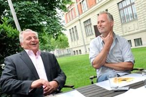 Den Minister freut, wenn er nicht vorkommt:Rudolf Hundstorfer ist kein  dankbares Opfer für  Maschek-Künstler Peter Hörmanseder.
