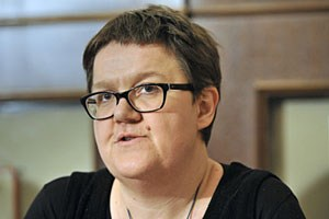 Michaela Moser studierte Theologie, Philosophie und Public Relations. Sie ist als wissenschaftliche Mitarbeiterin am Ilse-Arlt-Institut der Fachhochschule St. Pölten tätig und Sozialexpertin der Armutskonferenz.
