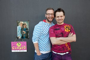 Michael Lanner (links) und Moriz Piffl-Percevic sind die Gebrüder Stitch. Ob ihre Vorbilder Dieter Bohlen und Thomas Anders sind?