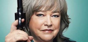 """Vorsicht, mit ihr ist nicht zu spaßen: Kathy Bates als zynische Anwältin in """"Harry's Law""""."""