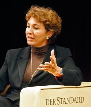 """Anne-Marie Slaughter bei einer """"Debating Europe""""-Veranstaltung 2008 in Wien."""