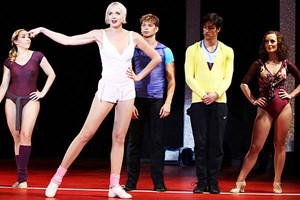 "Nahe an der Verfilmung von Sir Richard Attenborough: ""A Chorus Line"" in Stockerau."