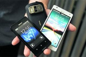 Robustes Sony Xperia Go, Kameramonster Nokia 808 Pureview, Leistungsträger LG Optimus 4XHD (v. li.).