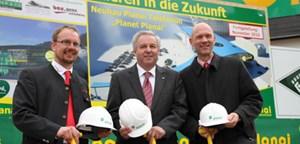 Ernst Trummer mit LHStv. Hermann Schützenhöfer und dem Schladminger Bürgermeister Jürgen Winter.