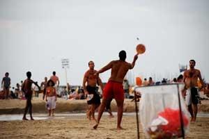 """Strandtennis ist zwar Israels """"Nationalsport"""", aber nicht jedermanns Sache."""