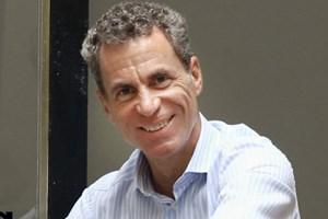 Martin Lenikus (49) studierte BWL in Wien. Seit 1980 beschäftigt er sich mit Immobilien. Er ist Geschäftsführer der Unternehmensgruppe Lenikus.