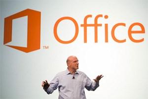 Steve Ballmer bei der Präsentation von Office 2013