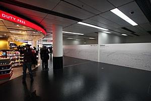 Die leeren Shops von Shopbetreiber Sardana sollen bald der Vergangenheit angehören. Der Flughafen will rasch neu vermieten.