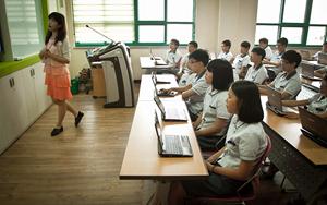 "In 300 ""Smart Schools"" wird in Korea nur noch per Computer unterrichtet."