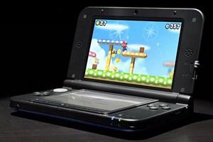 3DS XL wird mit einem doppelt so großen Speicherstick (4 GB) und einem stärkeren Akku als der 3DS ausgeliefert.