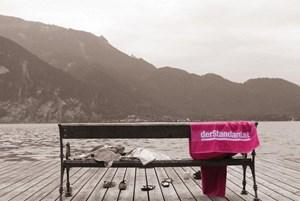 Der Preis für die besten Postings: Das Badetuch, nicht aber der See.