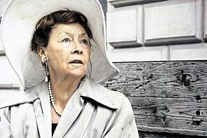 Der ostdeutsche Film- und Theaterstar Jutta Hoffmann schlüpft ab Dienstag, 31.7.,  in die Rolle der Jahrhundertwende-Muse Alma Mahler. Der Text des Dramas stammt von Joshua Sobol.