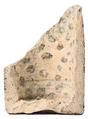 """Eine Amphore mit Abdrücken von Oliven - das Römermuseum Flavia Solva bei Leibnitz zeigt """"6.000 Jahre steirische Keramik""""."""