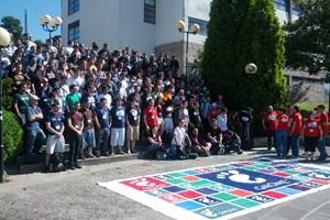 Aufstellung zum Gruppenfoto der GUADEC 2012.