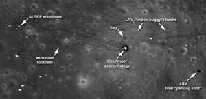 LRO-Bild der Region, in der Apollo 17 gelandet ist - mit Markierung der US-Flagge.