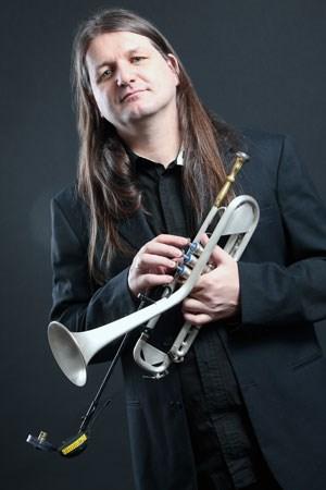 Trompeter Franz Hackl veranstaltet in seiner Tiroler Heimat zum 20. Mal das Outreach-Festival.