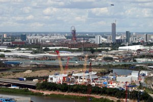 Selbst den Olympiapark sieht man ohne Ticket nur aus der Ferne. Am besten vielleicht aus der neuen Seilbahn zwischen der Arena in North Greenwich (Turnen) und der Excel-Arena (Kampfsport, Gewichtheben) über die Themse.